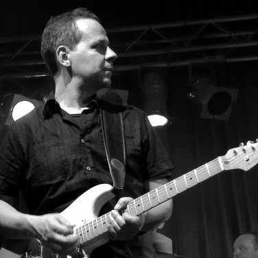 Axel Theis, guitars